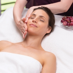 Facial treatment gift voucher 80 min